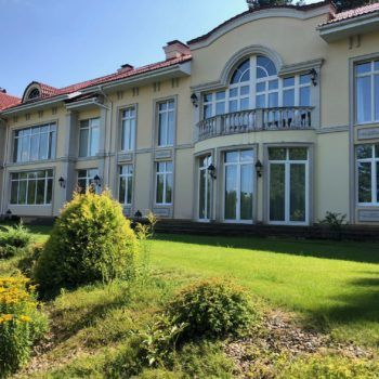 Просторная резиденция на лесном участке с прудом в КП «Резиденции Бенилюкс» (фото - 2)