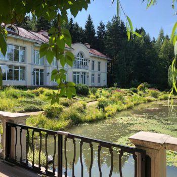 Просторная резиденция на лесном участке с прудом в КП «Резиденции Бенилюкс» (фото - 4)