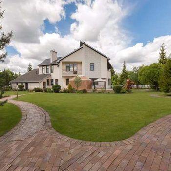 Современный дом с изысканным ландшафтным дизайном в КП «Резиденции Бенилюкс» (фото - 2)